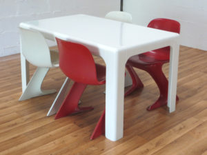 1-a-table-ozoo-marc-berthier-chaises-ernst-moeckl